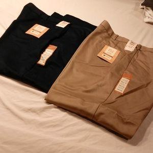 Haggar Men's NWT 44/29 classic fit pants(2)